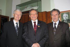 Председатель Государственного комитета по науке и технике СССР, вице-президент РАН Н.П.Лаверов в центре своего кабинета