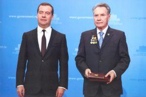 Вручение премии Правительства РФ в области образования (Д.А. Медведев и Б.В.Гусев)