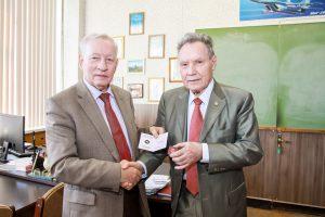 Вручение Золотого знака РИА Председателю Ростовского отделения В.Н.Мотину